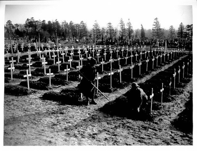 WWI_British_cemetery_at_Abbeville Q8467 IWM