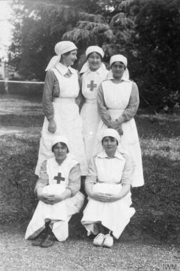 Red Cross Nurses Q 83719